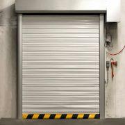 Brama szybkobieżna rolowana WinFrigo do chłodni wykonana na aluminiowej konstrukcji.