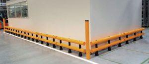 Wydzielona przestrzeń wewnątrz magazynu zabezpieczona barierkami Panelchok.