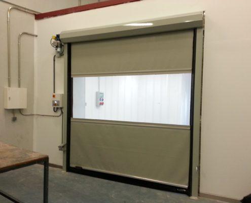 Szara standardowa brama przemysłowa WinRoll 150.