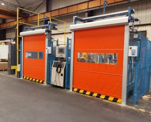 Szybkobieżne bramy do czystych pomieszczeń WinRoll Alu w kolorze pomarańczowym.
